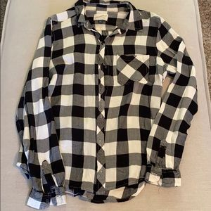 Women's black and white plaid button down shirt
